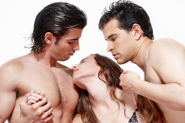 секс на поляне втроем: