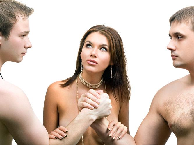 Смотреть как муж слизует сперму любовника 2 фотография