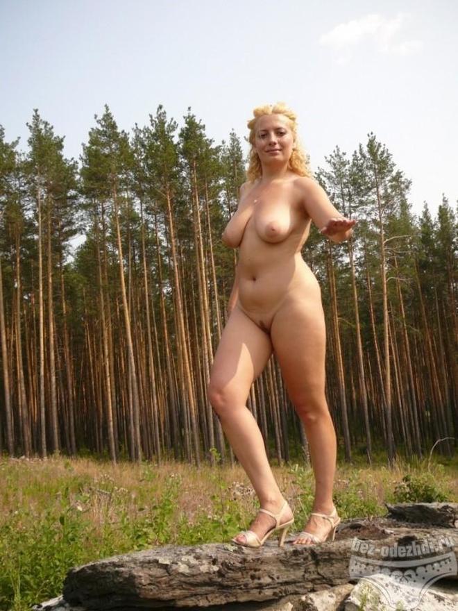 golaya-russkaya-zhenshina