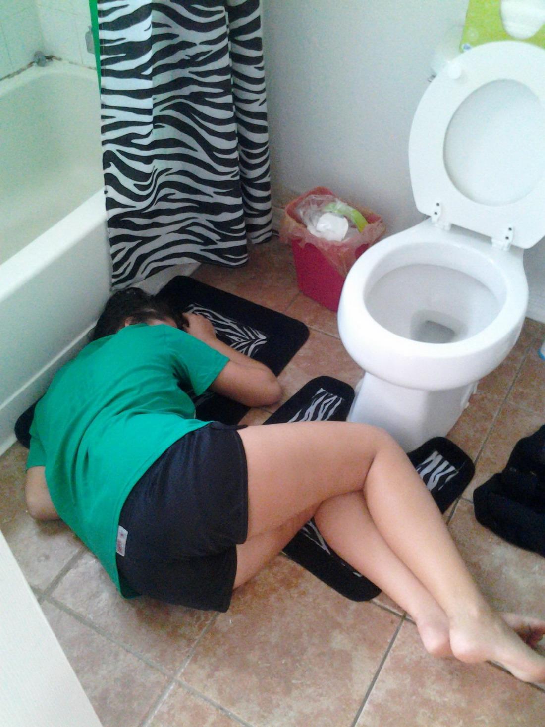 Пьяные девки в туалете 19 фотография